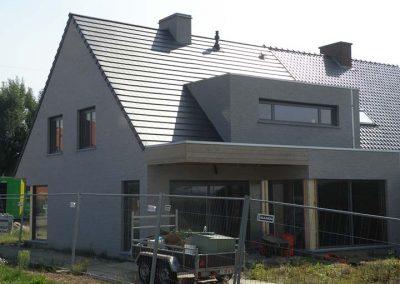 Dakrenovatie met zwarte Eternit Palace pan en platform - West-Vlaanderen